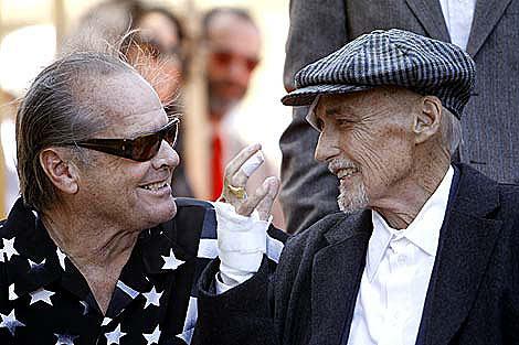 Jack Nicholson y Dennis Hopper en Hollywood, el pasado marzo. | Reuters