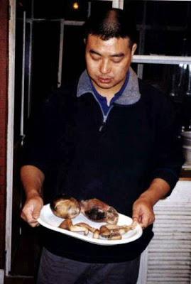 Zhu Yu Comiendo Personas