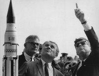 Von Braun y Kennedy