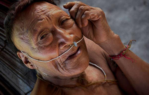 Raya, un anciano nahua. Más de la mitad de su pueblo fue aniquilado tras la apertura de su tierra a la exploración petrolífera.