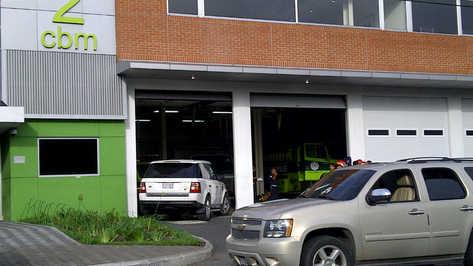 En el vehículo blanco iba Facundo Cabral. En el otro sus escoltas. (Foto: Hugo Navarro, La Prensa Libre de Guatemala)