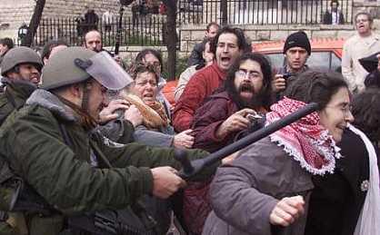 Polic�as israel�es reprimen una manifestación pro Derechos Humanos en Ramala